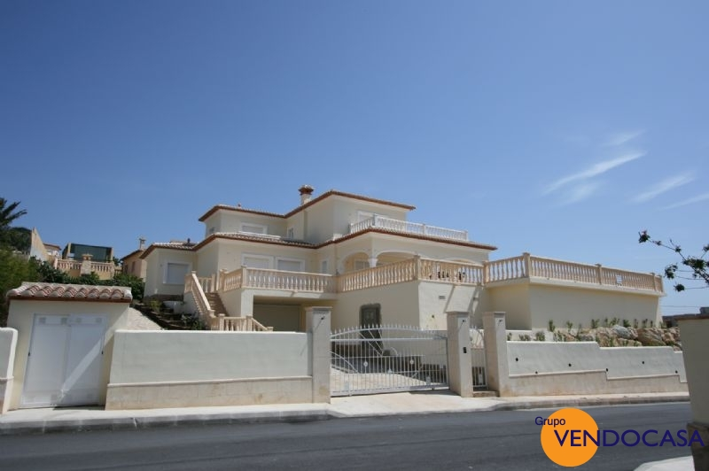 Superb 2 floors villa near the golf couse in javea