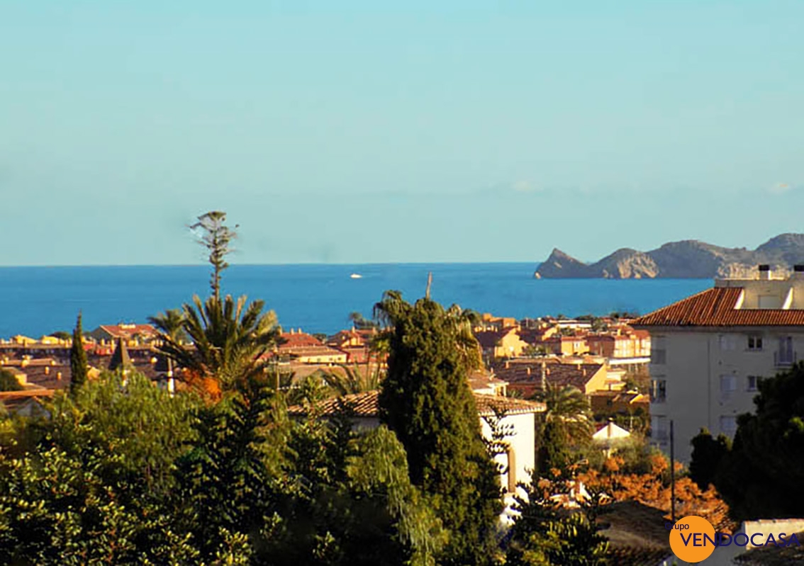 Superb plot & villa with sea view