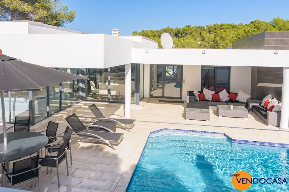 Beautifull Ibiza style on level villa