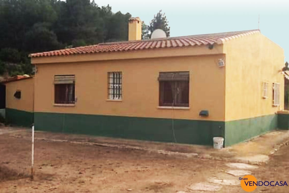Large country house on a 4000 M2 plot
