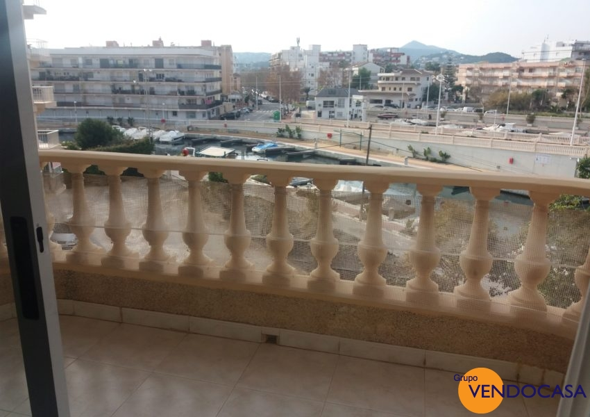 Nice apartment at the channel la Fontana