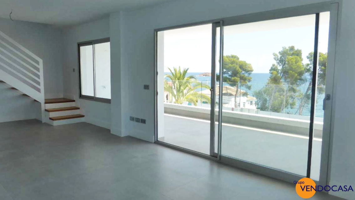 Stunning penthouse duplex with sea view