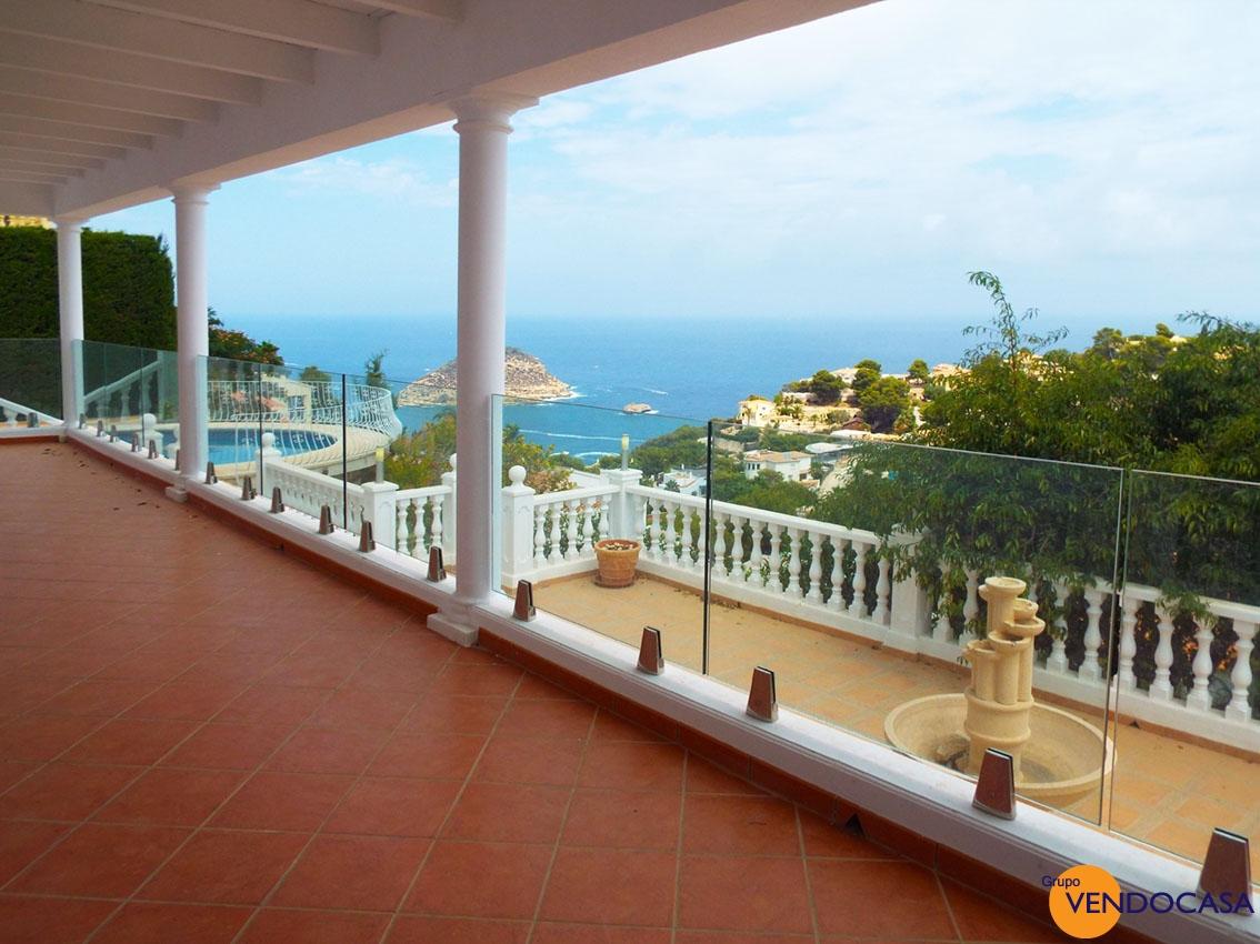 Luxury Villa with superb sea view
