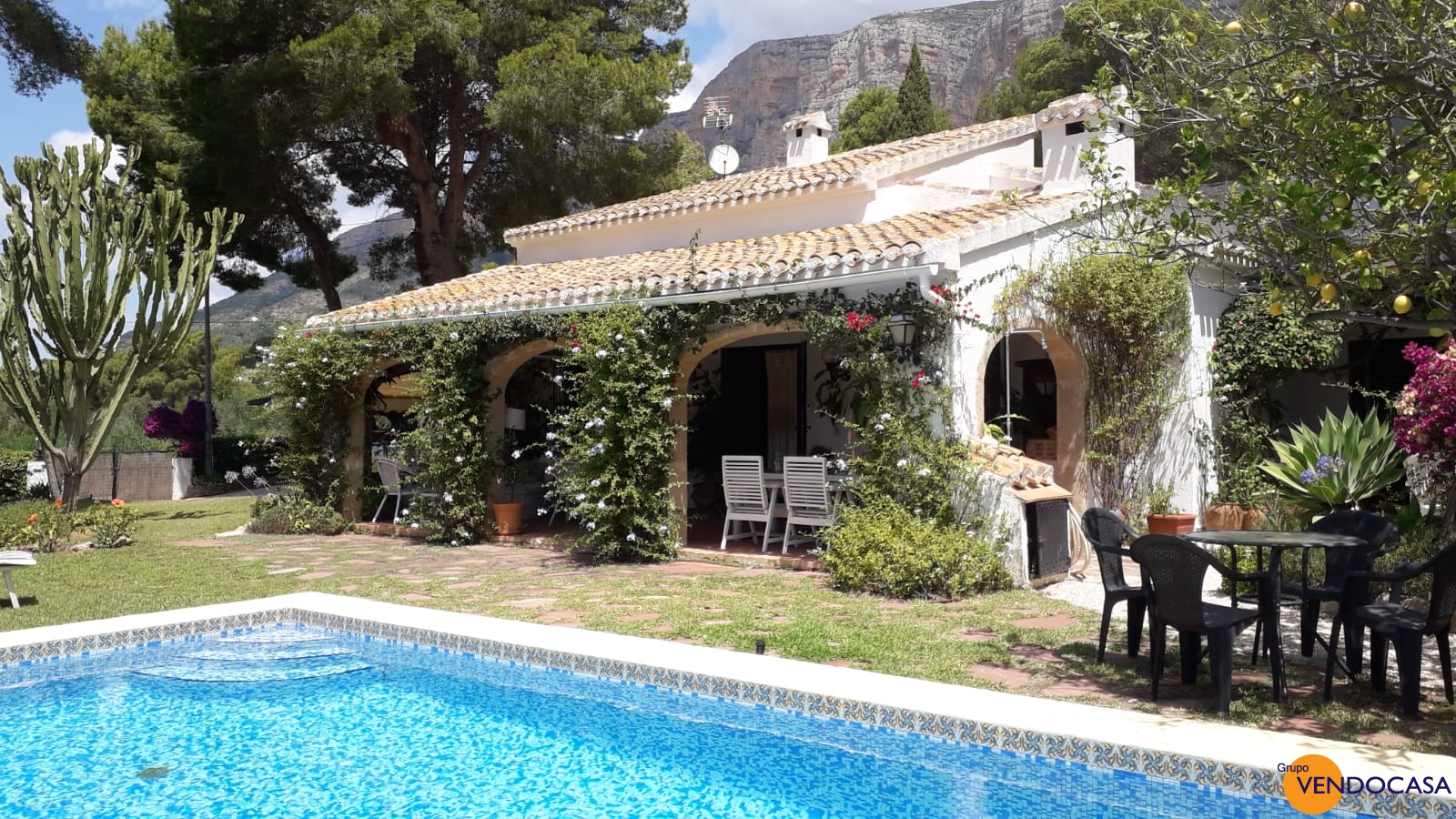 Nice traditional villa at Montgo title=