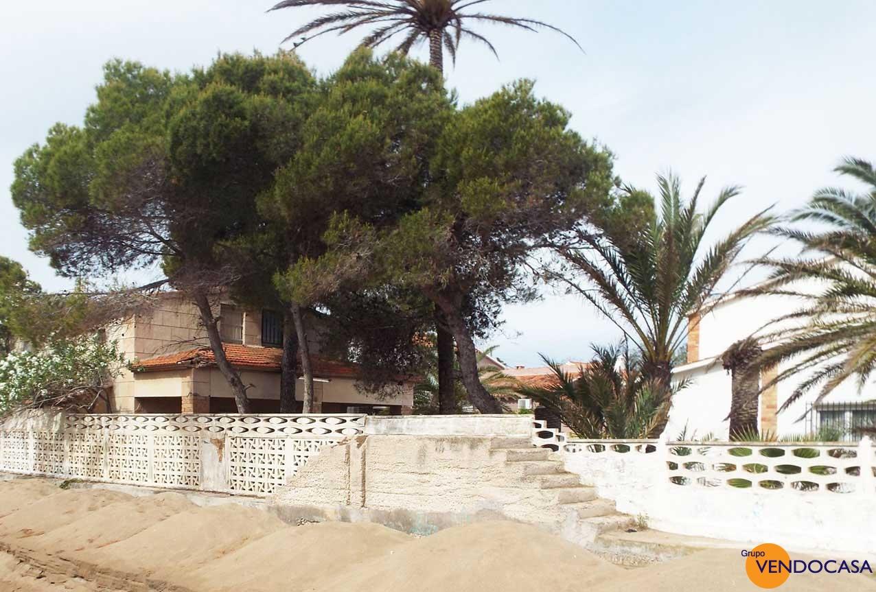 Superb investment frontline villa