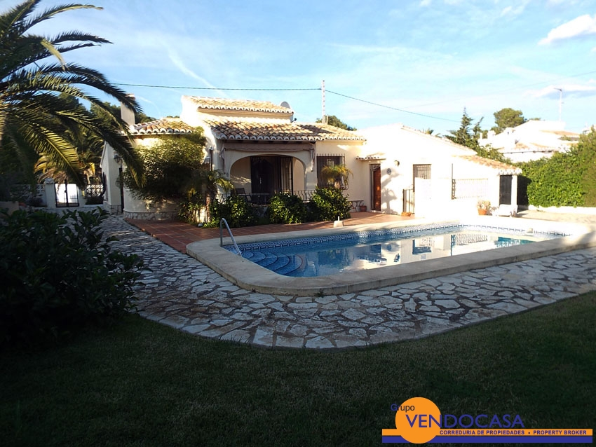 Nice villa with beautiful garden in Costa Nova