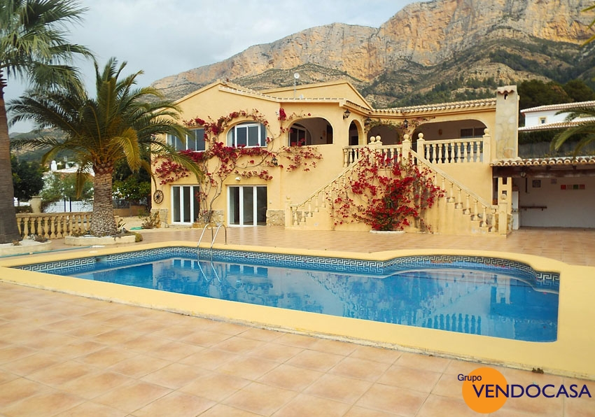 Nice spacious southfacing villa at Montg�