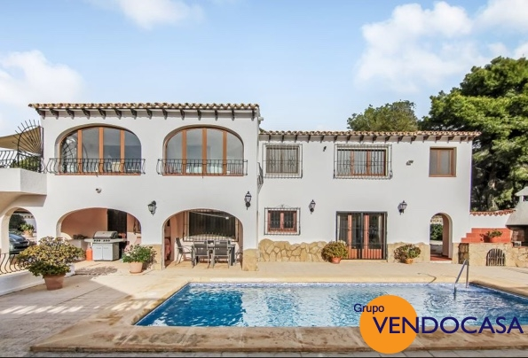 Large Villa with sea view at Landrago