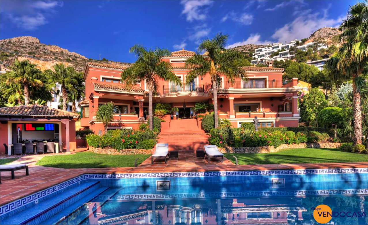 LUXURY VILLA AT ALTEA HILLS